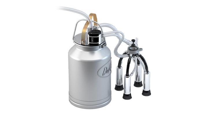 Внешний вид доильной системы состоящей из попарного пульсатора, коллектора 140 мл, доильного ведра с алюминиевой крышкой, стаканы из пищевой нержавеющей стали.