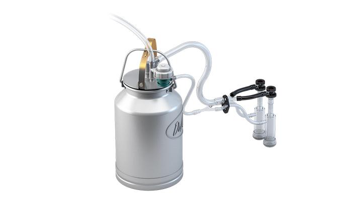 Внешний вид доильной системы доения козы состоящей из: нерегулируемого пульсатора, клапанов, доильного ведра с алюминиевой крышкой.